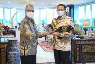Ketua MPR RI Bambang Soesatyo dan Rektor Universitas Budi Luhur Wendi Usino, di Jakarta, Selasa (6/7/21).